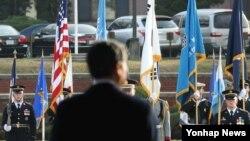 미-한 두 나라가 다음달 열리는 안보협의회에서 전작권 전환의 조건과 시기를 최종 합의할 방침인 것으로 알려졌다. 용산기지에서 열린 한 행사. (자료사진)
