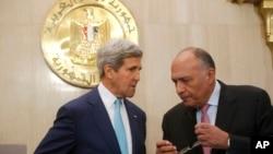 Le secrétaire d'Etat américain John Kerry et son homologue égyptien Sameh Shukri, le Caire, le 22 juillet 2014. (AP Photo/Pool)