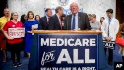 Senator Demokrat, Bernie Sanders dari Vermont, menyatakan dirinya sebagai Sosialis Demokrat yang mengusung ideologi sosialis.