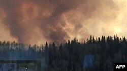 Asap membumbung dari daerah berhutan lebat, Fort McMurray, Alberta (Foto: Alberta Agriculture and Forestry Department)