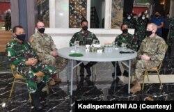 Kepala Staf Angkatan Darat (Kasad) Jendral TNI Andika Perkasa bersama Atase Pertahanan AS. (Foto: Courtesy/Kadispenad TNI AD)