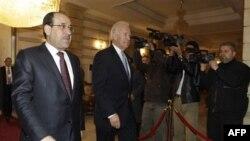 Phó Tổng thống Hoa Kỳ Joe Biden (giữa) và Thủ tướng Iraq Nouri al-Maliki tại Baghdad, ngày 13/1/2011
