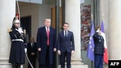 အေမရိကန္သမၼတ Donald Trump (ဝဲ) နဲ႔ ျပင္သစ္သမၼတ Emmanuel Macron