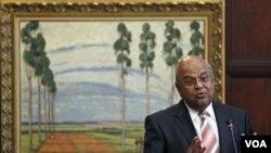 Menkeu Afrika Selatan Pravin Gordhan (18/5) mendesak agar Kepala IMF berikutnya dipilih dari negara berkembang.