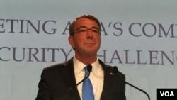 卡特在香格里拉對話上發表主旨演講(美國之音莉雅拍攝)