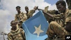 Солдаты правительственной армии в пригороде Кисмайо. Сомали. 1 октября 2012 г.