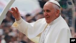 ພະສັນຕະປະປາ Francis ໃນລະຫວ່າງການຢ້ຽມຢາມ ບຣາຊິລ