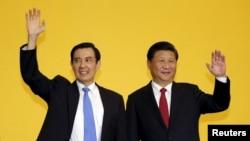 지난달 7일 시진핑 중국 국가주석과 마잉추 타이완 총통이 싱가포르에서 역사적 정상회담을 가졌다. (자료사진)