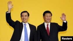 Chủ tịch Trung Quốc Tập Cận Bình và Tổng thống Đài Loan Mã Anh Cửu tại hội nghị thượng đỉnh ở Singapore, ngày 7/11/2015.