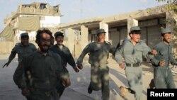 Para calon polisi Afghanistan di posko pelatihan Musa Qal-Ah di propinsi Helmand (Foto: dok). Serangan pemberontak terhadap pejabat dan pasukan keamanan Afghanistan di wilayah ini dilaporkan terus meningkat.