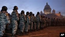 عساکر ضد آشوب در خاموش سازی مظاهرات روسیه