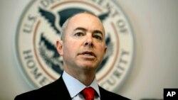 Alejandro Mayorkas y el director del USCIS, León Rodríguez presidirán ceremonia especial de naturalización en Nueva York.