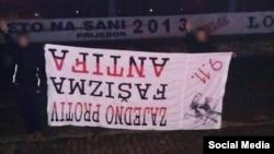"""Izvrnuti baneri sa antifašističkim porukama objavljeni 2015. godine na Facebook stranici navijačke grupe """"Alcohol Boys"""" Izvor: Facebook"""