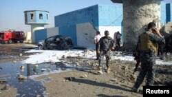 이라크 북부 티크리트의 검문소에서 13일 시아파 교도를 겨냥한 차량 폭탄 공격이 발생했다.