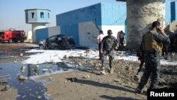 지난 13일 이라크 북부 검문소에서 발생한 차량 폭탄 테러 현장. (자료사진)