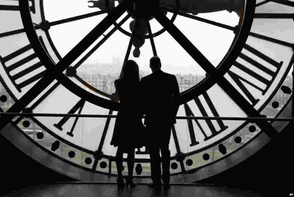 دیدار شاهزاده ویلیام و همسرش از بزرگترین ساعت پاریس