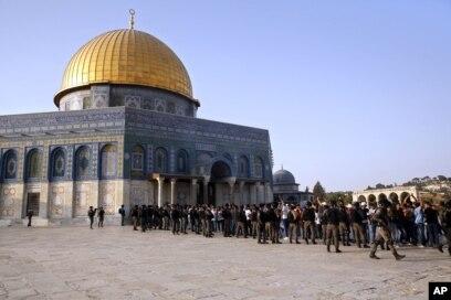 په بیت المقدس کې اوسیدونکي یهودان د اسرائیل تابعیت لري او په دې ښار کې اوسیدونکي فلسطیني عرب یواځې د اوسیدو پاڼې او ځانگړي پیژند کارتونه لري