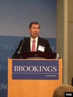 前台湾副总统萧万长在布鲁金斯学会演讲 (2013年11月20日) (美国之音 钟辰芳拍摄)