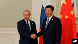 23일 우즈베키스탄 수도 타슈켄트에서 시진핑 중국 국가주석(오른쪽)과 푸틴 러시아 대통령이 제16차 상하이협력기구 정상회의 개막에 앞서 정상회담을 가졌다.