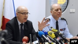 Công tố viên Brice Robin của thành phố Marseilles nói trong cuộc họp báo rằng phi công phụ Andreas Lubitz, 28 tuổi, đã không mở cửa buồng lái cho viên phi công chính vào để có thể một mình điều khiển chiếc Airbus A320.