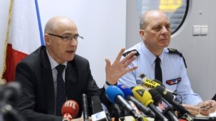 French prosecutor of Marseille Brice Robin, flanked by General David Galtier (R), speaks to the press on March 26, 2015 in Marignane airport near the French southern city of Marseille.