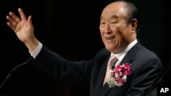"In this Saturday, June 25, 2005 photo, Unification Church leader Rev. Sun Myung Moon speaks during his ""Now is God's Time"" rally in New York."