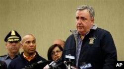 15일 보스턴 테러 사건과 관련하여 기자회견 중인 에드 데이비스 보스턴 경찰국장. (자료사진)