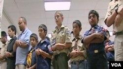 Molitva na okupljanju mladih izvidjača muslimana u srednjoj školi u blizini Washingtona