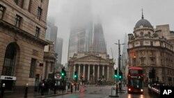 Distrik Bank London yang hampir kosong, Rabu, 13 Januari 2021 saat Inggris menerapkan kebijakan karantina wilayah untuk mengekang penyebaran virus corona. (Foto: AP)
