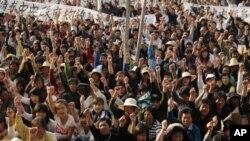 시위를 벌이는 중국인들
