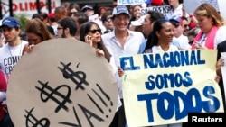 Protesta de empleados de periódicos en Venezuela, exigiendo divisas para comprar papel.
