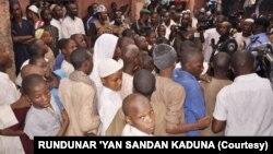 Wadanda 'yan sanda suka ceto a wata makarantar Islamiya a Kaduna.