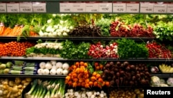 Organic vegetables are shown at a Whole Foods Market in LaJolla, California in this May 13, 2008 file photo. REUTERS/Mike Blake/Files.