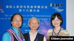 ດຣ. Kou Yang, Yang Pdiede, Shen Hong ທີ່ກອງປະຊຸມຄົ້ນຄວ້າ ຊາວເຜົ່າ ທີຄຸນໝິງ ປະເທດຈິນ (2009)