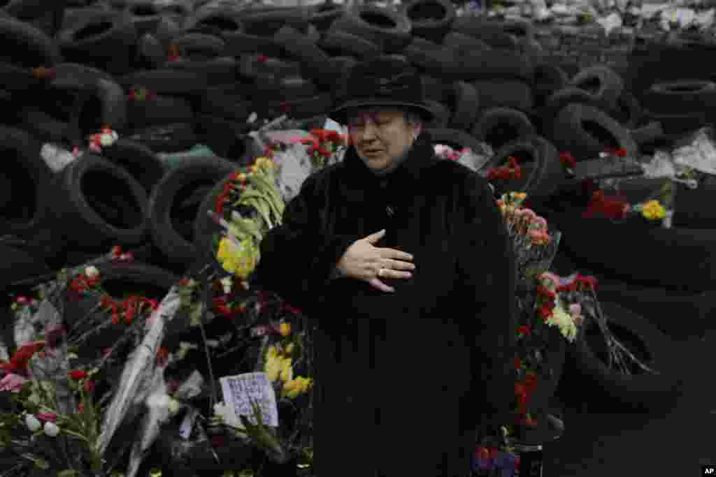 A woman cries at a memorial for the people killed in clashes with the police at Kyiv's Independence Square, Feb. 26, 2014.