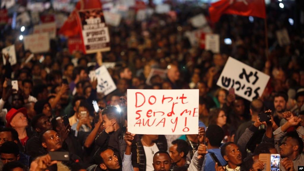 Người tị nạn biểu tình phản đối trục xuất tại Tel Aviv, Israel, ngày 24/2/2018.