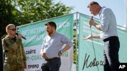 Справа налево: Алексей Навальный, Леонид Волков