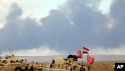 រូបភាពឯកសារ៖ ផ្សែងត្រូវបានឃើញ ខណៈកងទ័ពអ៊ីរ៉ាក់ គាំទ្រដោយអ្នកស្ម័គ្រចិត្ត ប្រយុទ្ធនឹងក្រុមរដ្ឋអ៊ីស្លាម នៅខាងក្រៅក្រុង Tikrit កាលពីថ្ងៃទី៤ ខែមីនា ឆ្នាំ២០១៥។