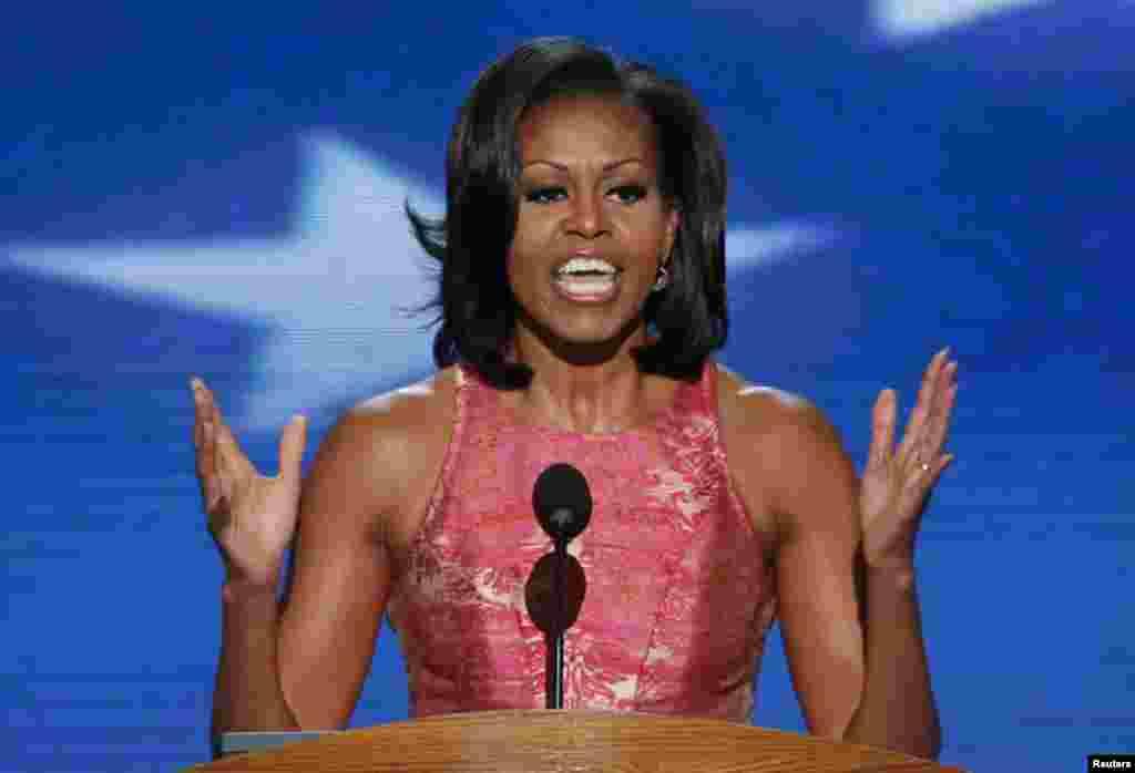 La première dame Michelle Obama s'adressant aux délégués à Charlotte.