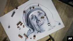 Une mosaïque de Mère Teresa en Albanie, le 8 novembre 2016.