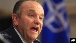 Tướng Philip Breedlove bày tỏ sự nghi ngờ rằng Nga sẽ để cho cuộc ngưng bắn có hiệu lực.