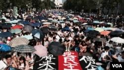 香港學聯表示,25間大專院校約13,000名大專學生參與星期一中大舉行的罷課集會。(美國之音湯惠芸)