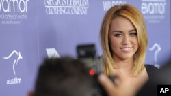 Especialistas opinan que el comportamiento de Miley Cyrus se compara con la crisis que vivió Britney Spears hace algunos años.