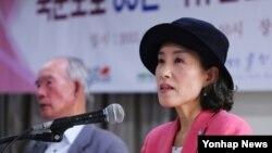 지난 2015년 6월 서울에서 열린 '국군포로 65년 억류감금 김정은 국제형사재판소(ICC) 제소 기자회견'에서 박선영 물망초 이사장이 성명서를 낭독하고 있다.