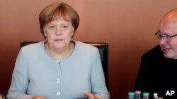 آنگلا مرکل صدراعظم آلمان پنجشنبه در بیانیه ای به پارلمان آلمان این خبر را داد.