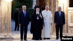 از راست: محمود عباس، پاپ فرانسیس، بارتولومئو و شیمون پرز - واتیکان، ۱۸ خرداد ۱۳۹۳