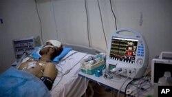 یکتن از لیبیایی های که در جریان تصادمات اخیر نظامی در آنکشور شدیداً مجروح شده است.