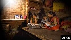 """美國國際開發署為教育提供照明的""""辛巴網絡"""""""