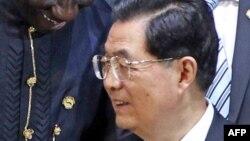 Le président chinois, Hu Jintao, a inauguré le premier porte-avion du pays