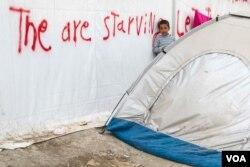 "Conditions among refugees have been described by Medecins Sans Frontiéres as ""far below acceptable international standards,"" April 22, 2016. (J. Owens/VOA)"